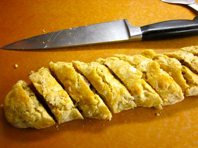 how to cut biscotti thinly