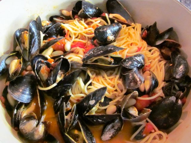 Spaghetti With Mussels And White Beans Recipes — Dishmaps