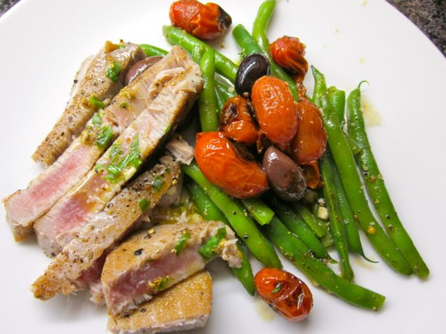 Seared Tuna with Warm Tomato, Bean & Olive Salad « Eye for a Recipe